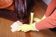 تنظيف المفروشات الخشبية بدون منظفات كيمياوية