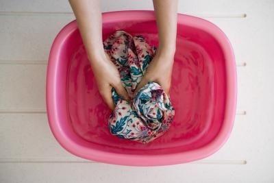 طريقة غسيل الملابس اليدوي