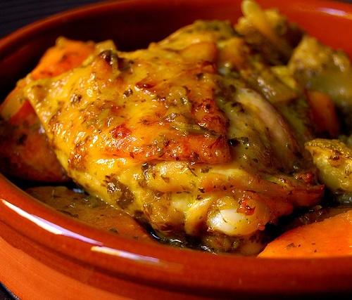 طريقة عمل دجاج بالفخارة