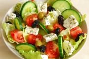 طريقة عمل السلطة اليونانية بالجبن