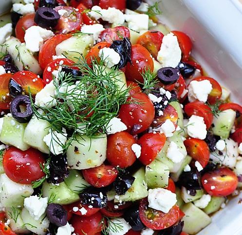 طريقة عمل سلطة الطماطم وجبن فيتا