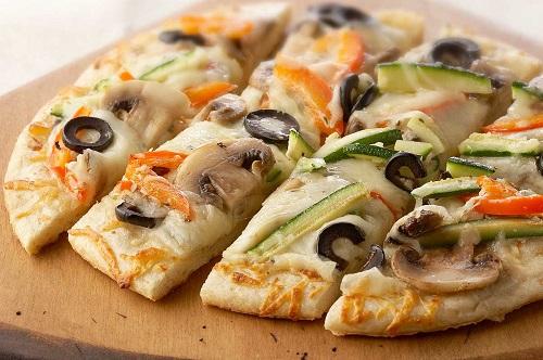 طريقة عمل بيتزا بالخضار