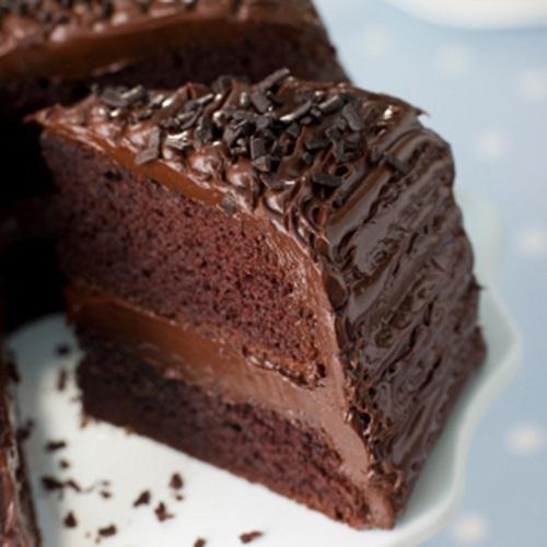 طريقة عمل كيك الشوكولا المحشي بالكريمة