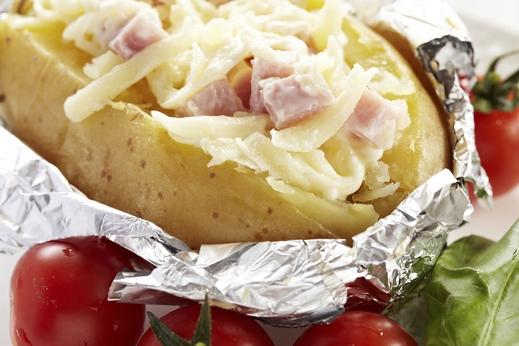 طريقة عمل بطاطا مشوية بالجبنة