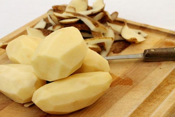 طريقة تقشير البطاطس بدون سكين