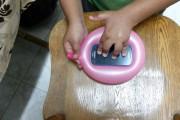 بالفيديو : اصنع غطاء للجوال بالمطاط في ثواني