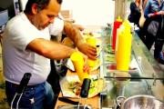 بالفيديو : اشهر مطعم فلافل سوري في المانيا
