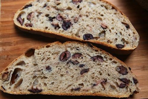 طريقة عمل خبز الزيتون والاعشاب