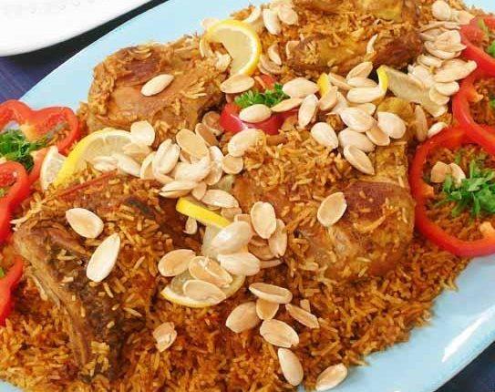 أرز الدجاج مع الدارسين
