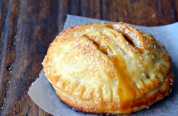طريقة عمل فطائر التفاح الهشة