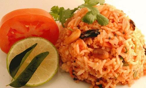 ارز بالبندورة