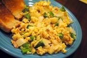 بيض بالفلفل الرومي للفطور