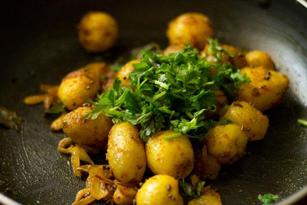 البطاطس بالكزبرة