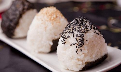 طريقة عمل كرات الأرز الياباني باللحم