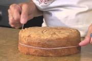 طريقة سهلة لـ تقطيع الكيك بالخيط