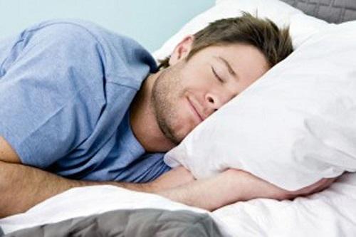 6 أطعمة تساعد على النوم العميق مبكرا