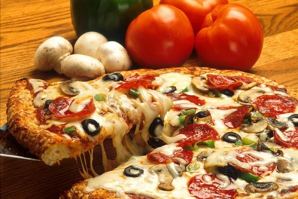 انواع البيتزا وطريقة عملها بالصور