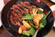 ستيك لحم مع الخضار وصوص الصويا