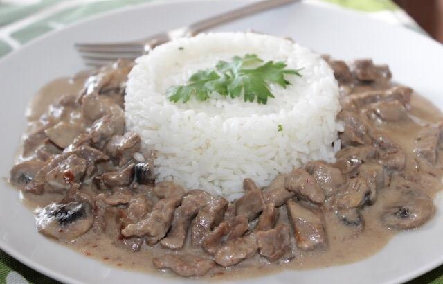 طريقة عمل ستروجانوف اللحم بالارز