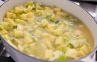 شوربة البطاطس والكراث صحية وشهية