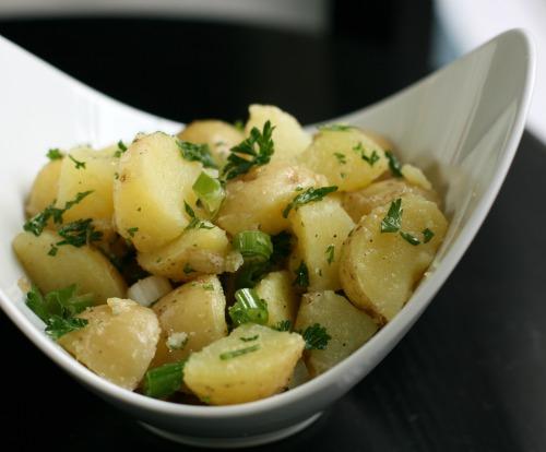 سلطة البطاطس المسلوقة