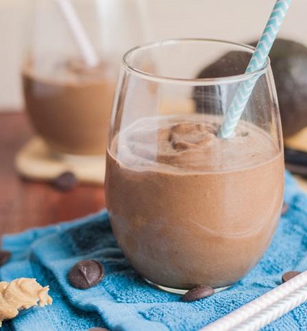 كوكتيل الافوكادو والموز بالشوكولاته