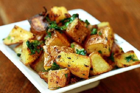 وصفة البطاطا الحرة مع الكزبرة