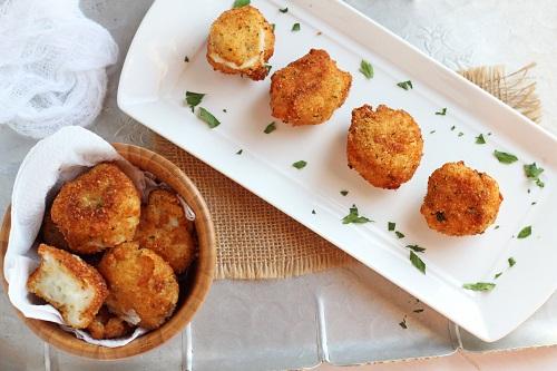 كرات البطاطس المقرمشة بالجبن