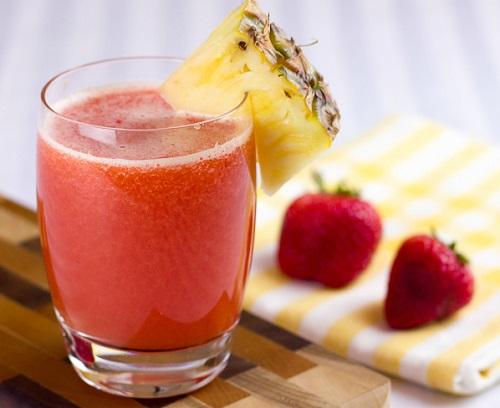 عصير الاناناس والفراولة