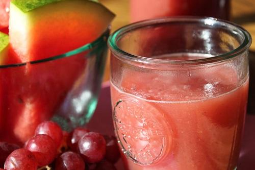 عصير العنب والبطيخ