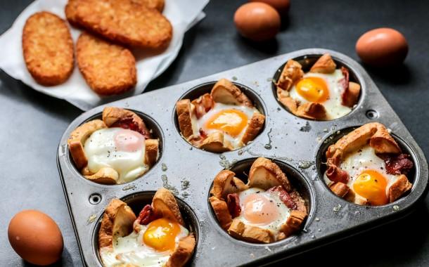 بيض عيون بالفرن بالجبن لذيذة