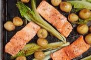 طريقة عمل فيليه سمك السلمون بالفرن  مع البطاطس