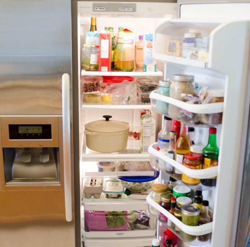 طريقة تنظيف الثلاجة من الروائح الكريهة من الداخل والخارج
