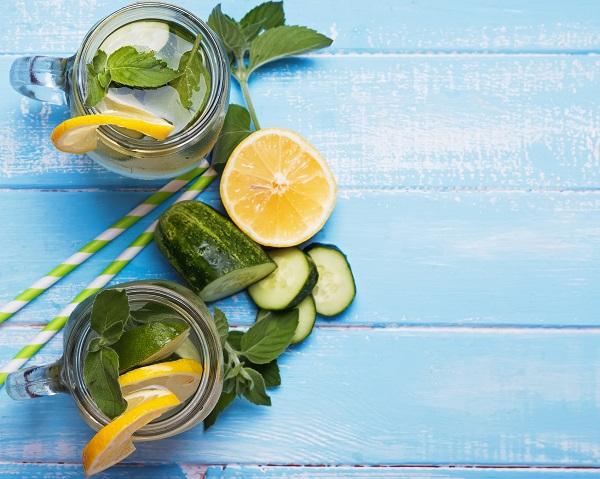 فوائد الماء المنكه بالفواكه والخضروات 3 وصفات مميزة