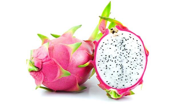 كيف تبدو فاكهة التنين الاحمر من الداخل و ما هو طعمها
