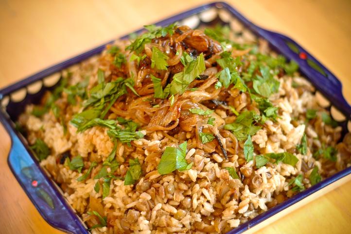 مجدرة الأرز اللبنانية باللحمة على اصولها