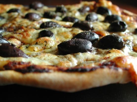 بيتزا بالزيتون الاسود والجبن افضل انواع البيتزا