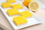 حلى مربعات الليمون الشهية بالفرن لذيذ وانيق
