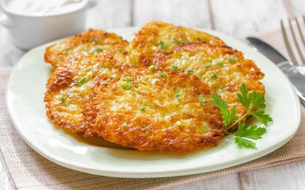 طريقة عمل بان كيك البطاطس بالجبن للعشاء