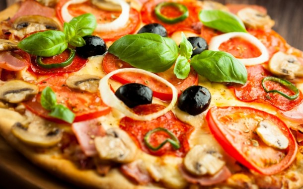 طريقة عمل عجينة بيتزا بدون زيت
