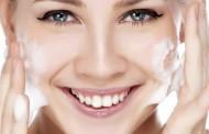 الطريقة الصحيحة لغسل الوجه و الحفاظ على نضارتة