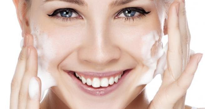 الطريقة الصحيحة لغسل الوجه