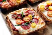 طريقة عمل بيتزا بدون عجين بالتوست