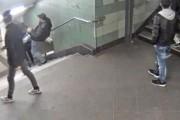 ضرب فتاة محجبة