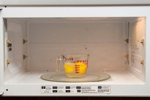 تنظيف الميكروويف من الداخل
