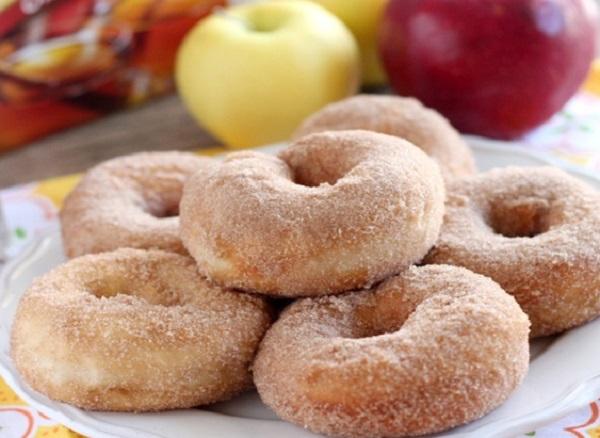 دونات بالتفاح والقرفة