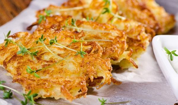 طريقة عمل اقراص البطاطا الحلوة المقلية المقرمشة