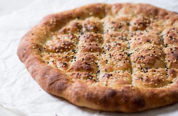 الخبز التركي بالسمسم