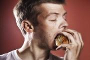 طريقة التخلص من رائحة البصل في الفم