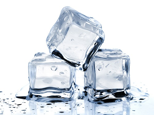 فوائد مكعبات الثلج للوجه
